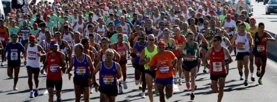 Estudo associa aumento de mortes cardíacas a dias de maratonas em cidades